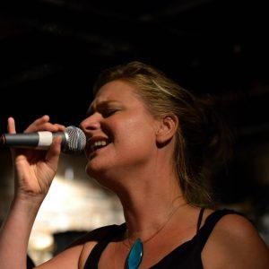 Marike zingt solo